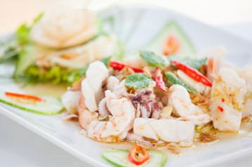 Rezepte-fisch-Krabben Kraeuter Salat
